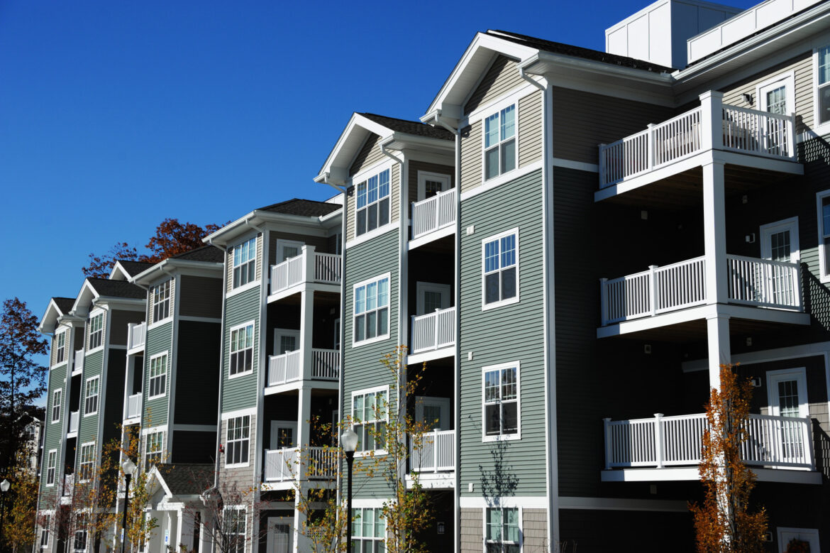 Finding the right apartment for your living needs requires knowing your options. Here are the top factors to consider when choosing apartments to rent.